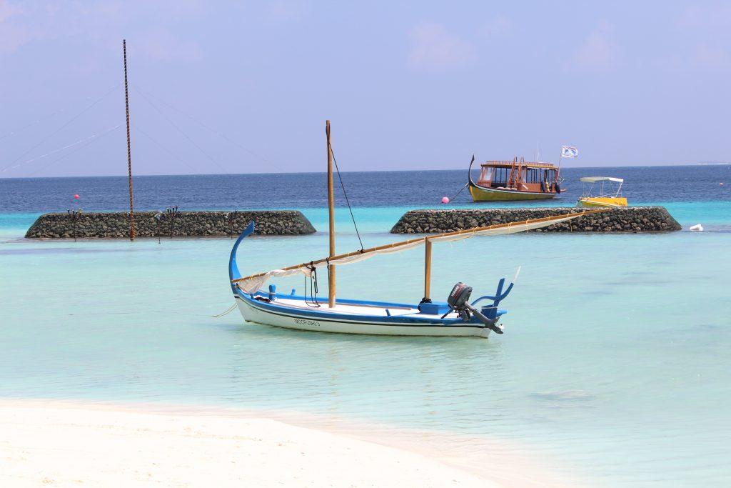 Boat sunset Maldives Moofushi