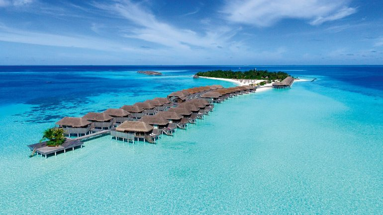 Hotel review constance moofushi drone shot Maldives